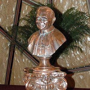 Statula Jana Pawla II w Kosciele Sw. Konstancji