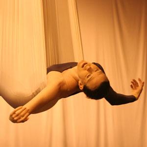 "Trupa cyrkowo taneczna \""Above and Beyond Dance\"" prezentuje widowisko \""Seeking\""."
