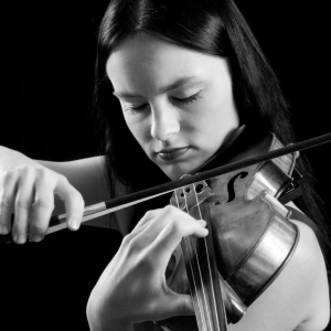 Emerging Polish violinist Kinga Augustyn in Carnegie Hall recital debut