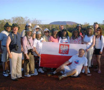 Polska grupa wyrzucona z autobusu w Ayres Rock w Australii!