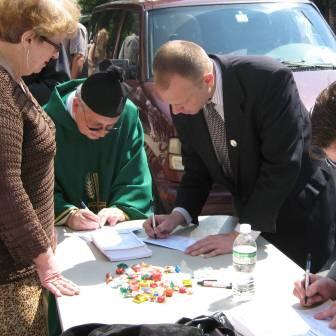 Polish American Congress voter - registration drive back in Queens