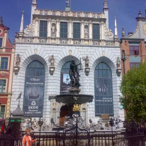 Dwór Artusa Piękny gmach w środku Gdańska