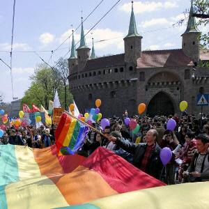 Homosie chcą zbezcześcić Wawel i Krzyż Pamięci Narodowej