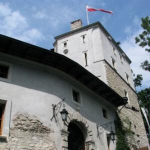 Korzkiewski zamek - Miejsce, gdzie straszy Romuald Wielki