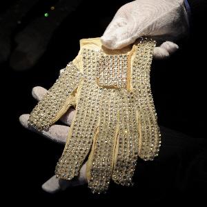 Rękawiczka Jacksona za 350 tys. dolarów