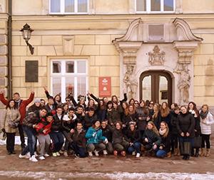 Wizyta młodych Hiszpanów w Muzeum Armii Krajowej w Krakowie