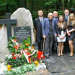Odnowienie pomnika w Dłużcu