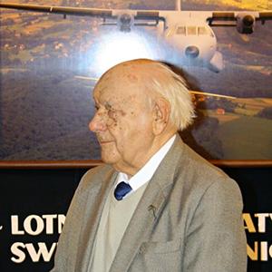 """Płk pilot Ludwik Krempa, Nestor Lotnictwa Polskiego, lotnik z Dywizjonu 304. \""""Ziemi Śląskiej\"""" skończył 98 lat"""