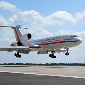 Poseł Prawa i Sprawiedliwości Antoni Macierewicz zwrócił się do prokuratora generalnego Andrzeja Seremeta o objęcie ochroną porucznika Artura Wosztyla - pilota Jaka-40, który wylądował na lotnisku w Smoleńsku 10 kwietnia 2010 roku przed katastrofą Tu-154M
