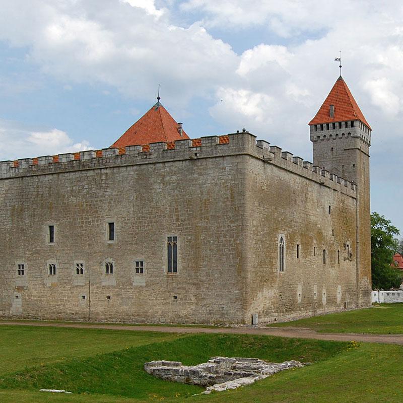 Średniowieczny zamek w Kuressaare na wyspie Sarema, Estonia