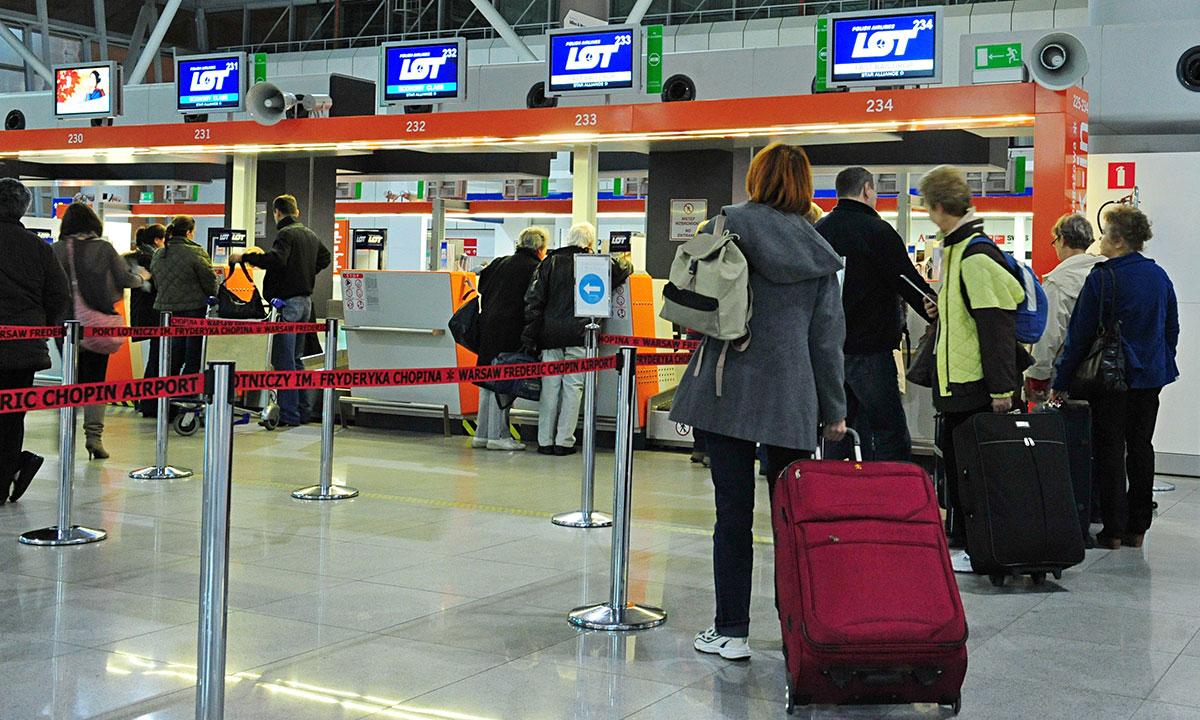 Warszawskie lotnisko Chopina. Fot. PAP / Andrzej Hrechorowicz