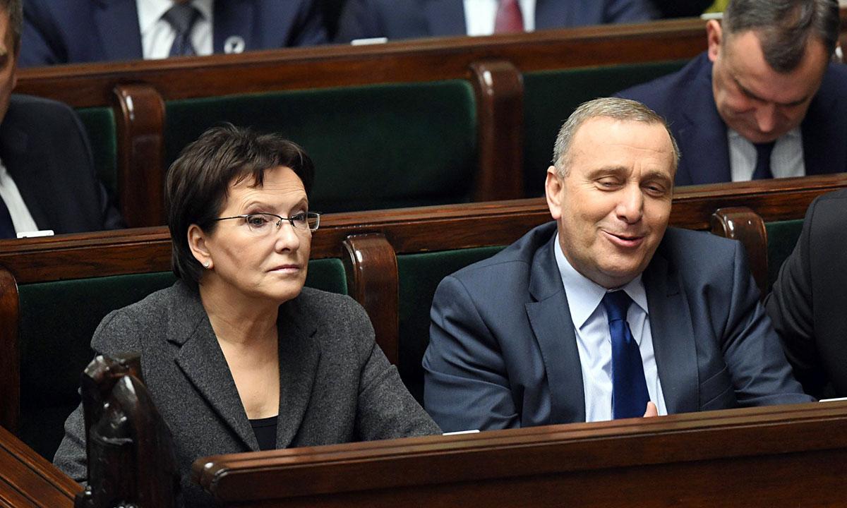 Członkowie Rady Ministrów (od lewej): premier Ewa Kopacz, minister spraw zagranicznych Grzegorz Schetyna. Fot. PAP / Radek Pietruszka