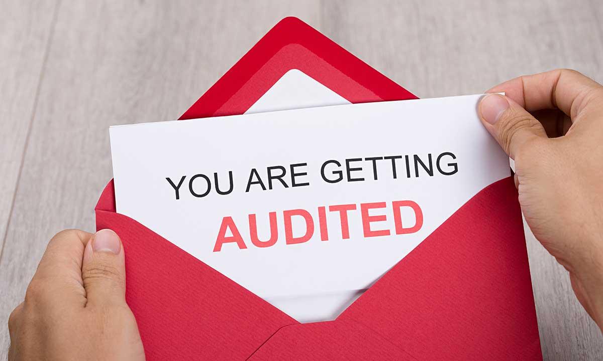 Jak uniknąć wezwania przez urząd podatkowy IRS na audit - czego nie robić