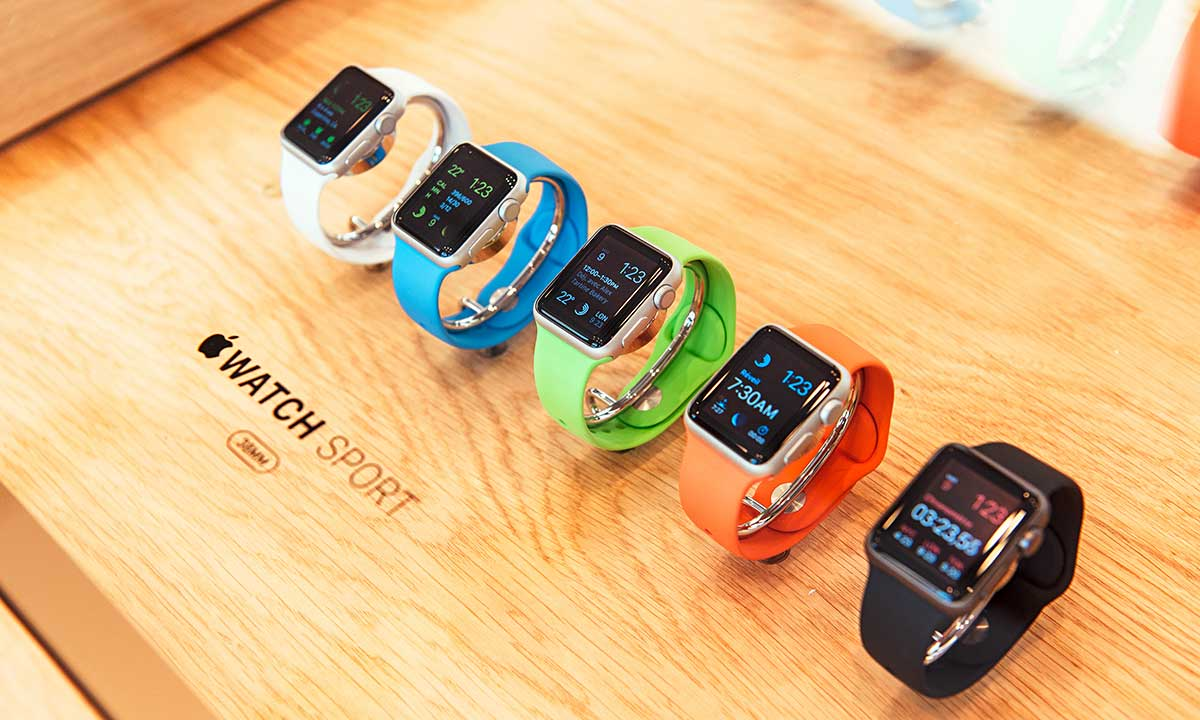 Apple Watch incorporates fitness tracking and health-oriented capabilities and integration with iOS Apple products and services. Fot. Hadrian