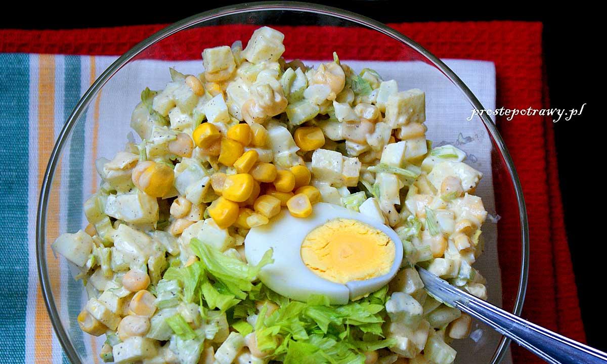 Przepis na chrupiącą sałatkę z kukurydzą