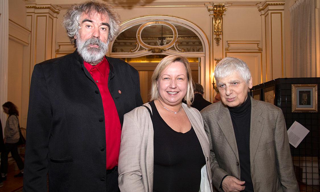 Od lewej: Rudek, Konsul Generalna Urszula Gacek, Krzysztof Zarębski - konceptualista. Foto Zosia Żeleska-Bobrowski