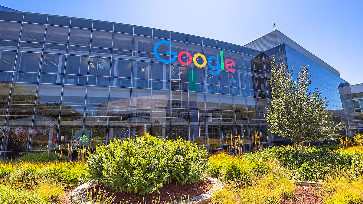 Google headquarters building. Google is specializing in Internet services. Foto: Bennymarty