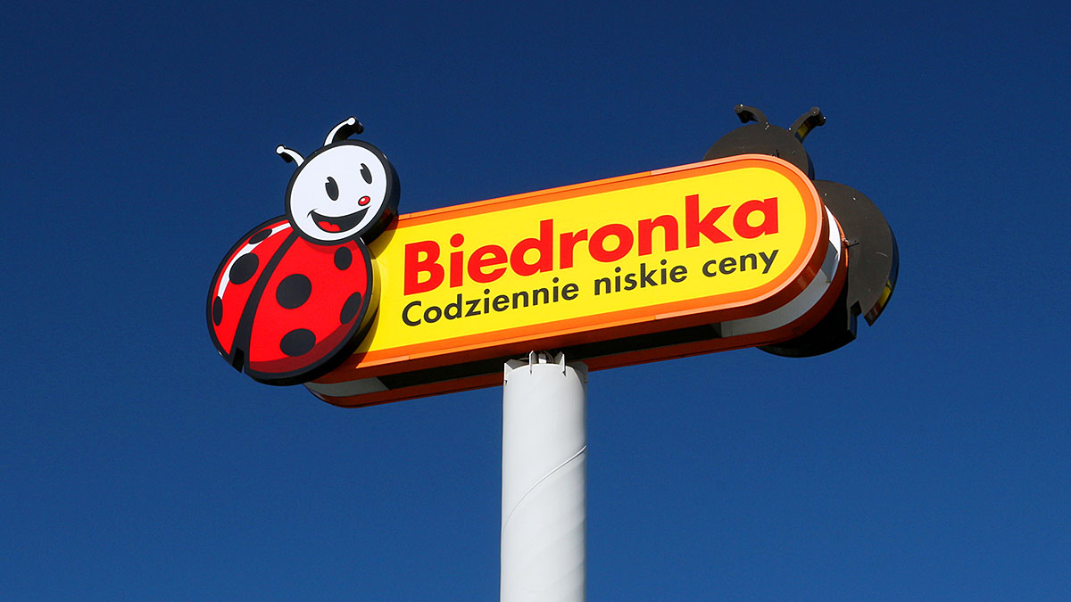 """The symbol of Polish discount store """"Biedronka"""" (translation the text on the sign: """"Ladybug - everyday low prices"""". Foto: L. Siekierski"""