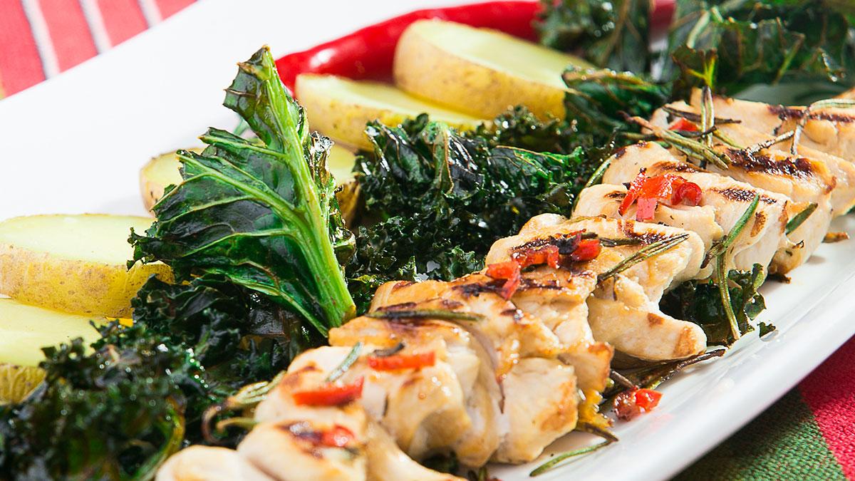 Przepis na fit szaszłyk z kurczaka z jarmużem i topinamburem