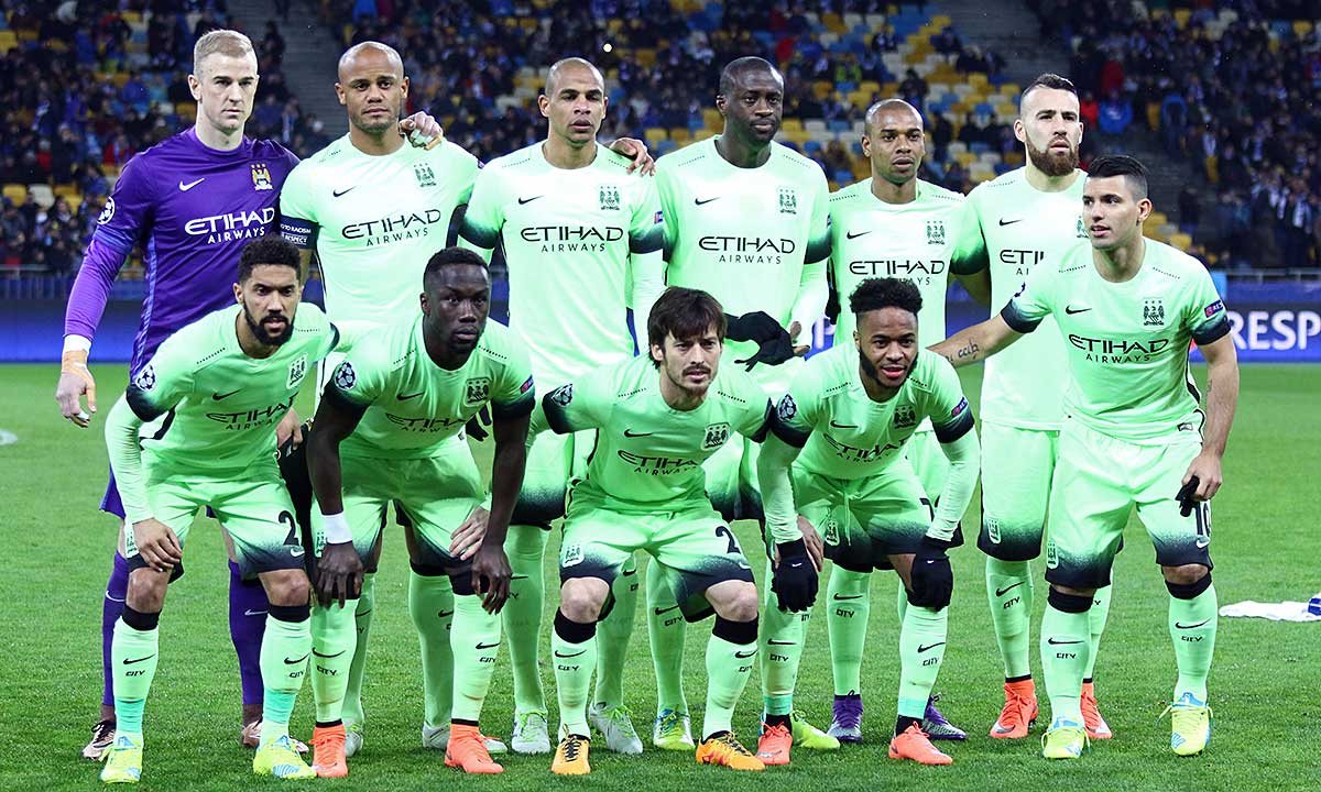 FC Manchester City players pose for a group photo before UEFA Champions League Round of 16 football match. Foto Katatonia82