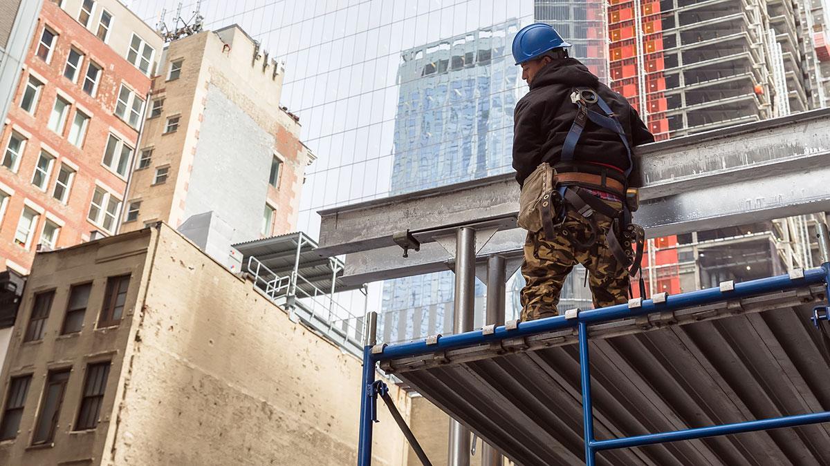 Construction worker at construction site in Manhattan. Foto: Palinchak