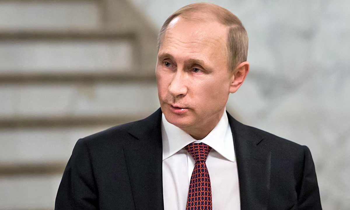 Putin bez refleksu, ochroniarze bez parasoli