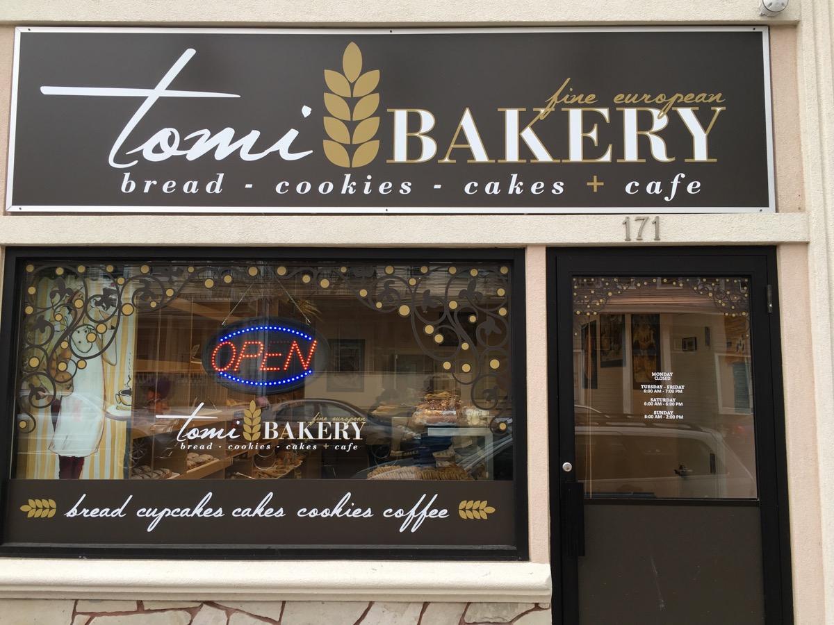 Tradycyjne polskie ciasta i chleby w New Jersey z piekarni TOMI BAKERY