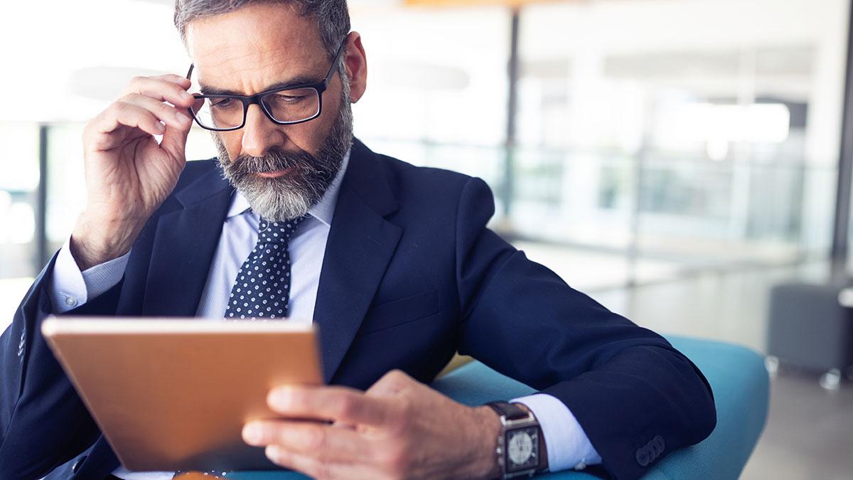 Uzależnieni od internetu bossowie zagrożeniem dla firm. Przykłady i case study