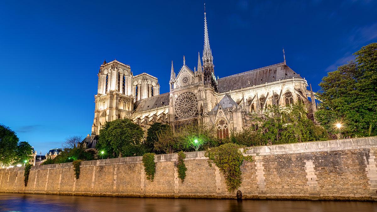 Witraż z Krakowa dla Notre Dame