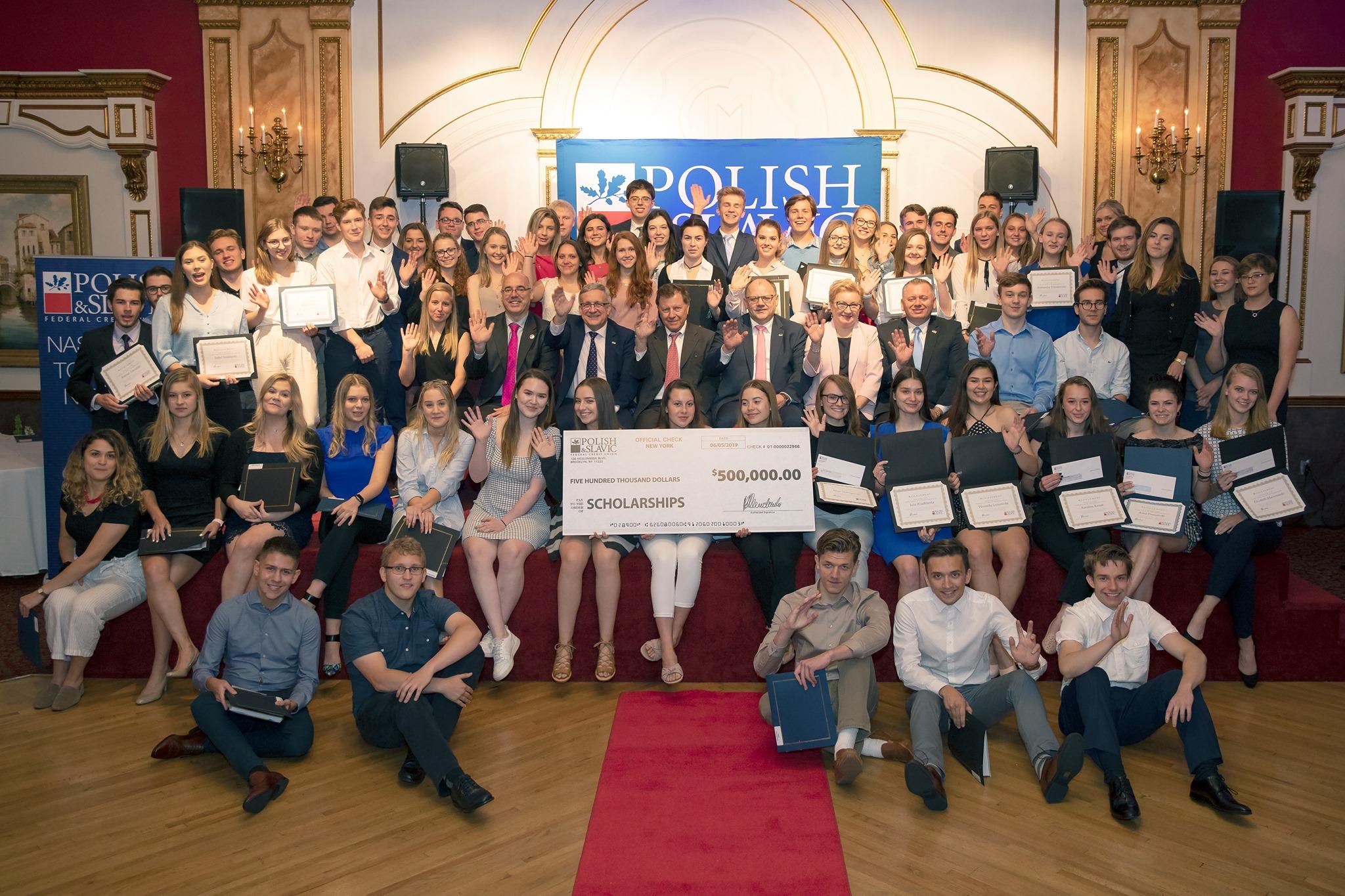 $500.000, stypendia od PSFCU dla polonijnej młodzieży rozdane