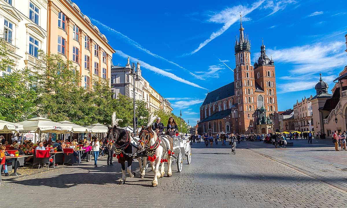 Krakowski Rynek Główny czasowo bez dorożek