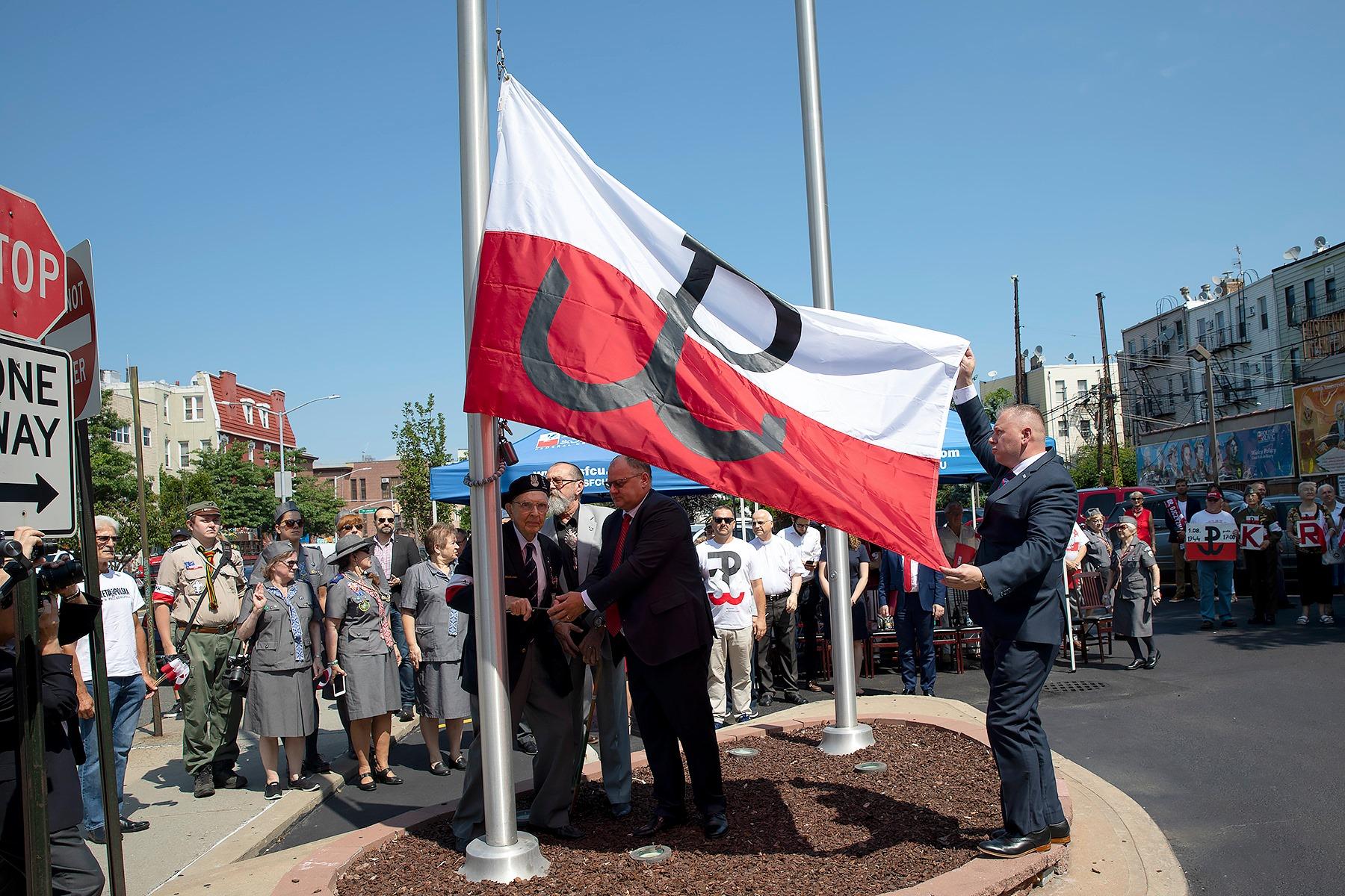 W Nowym Jorku powiewa Flaga Polski Podziemnej