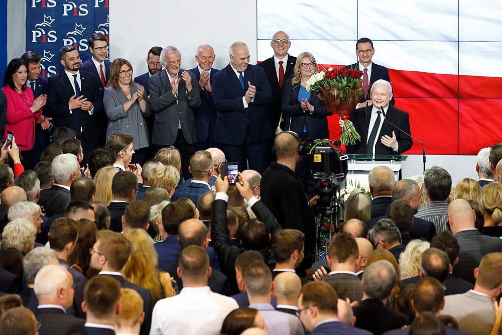 Kaczyński, szef PiS w oczekiwaniu na ostateczne wyniki wyborów...