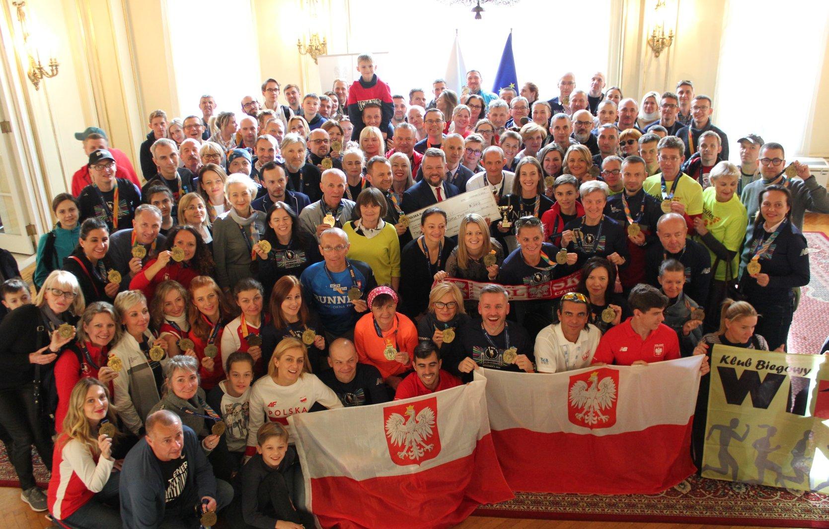 Polscy biegacze Maratonu Nowojorskiego 2019 spotkali się w Konsulacie RP