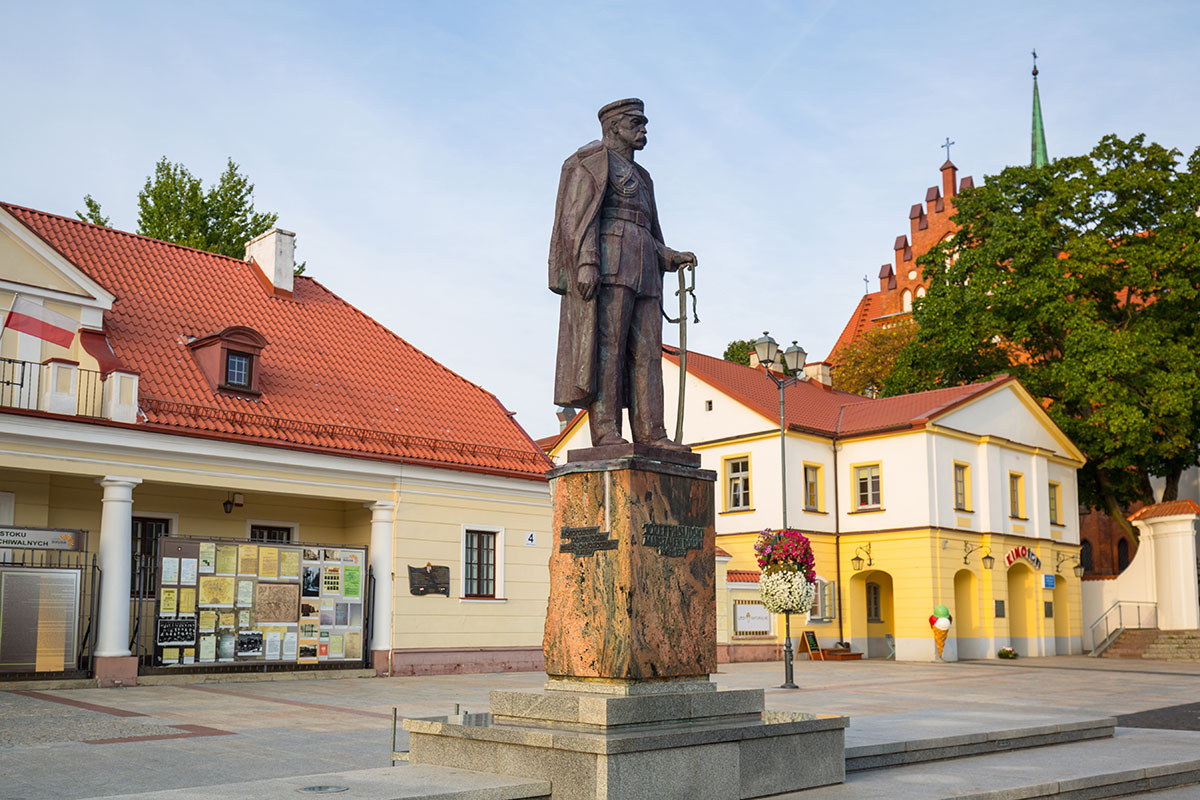 Bialystok, Statue of Jozef Pilsudski on the city square in Bialystok, Poland. Bialystok is the largest city in northeastern Poland. Foto: Patryk Kosmider