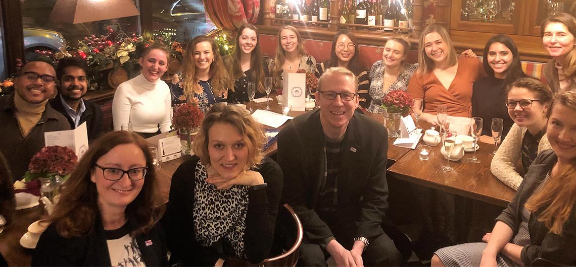 Polska młodzież ubiega się o studia w USA z pomocą amerykańskich stypendystów Fulbrighta