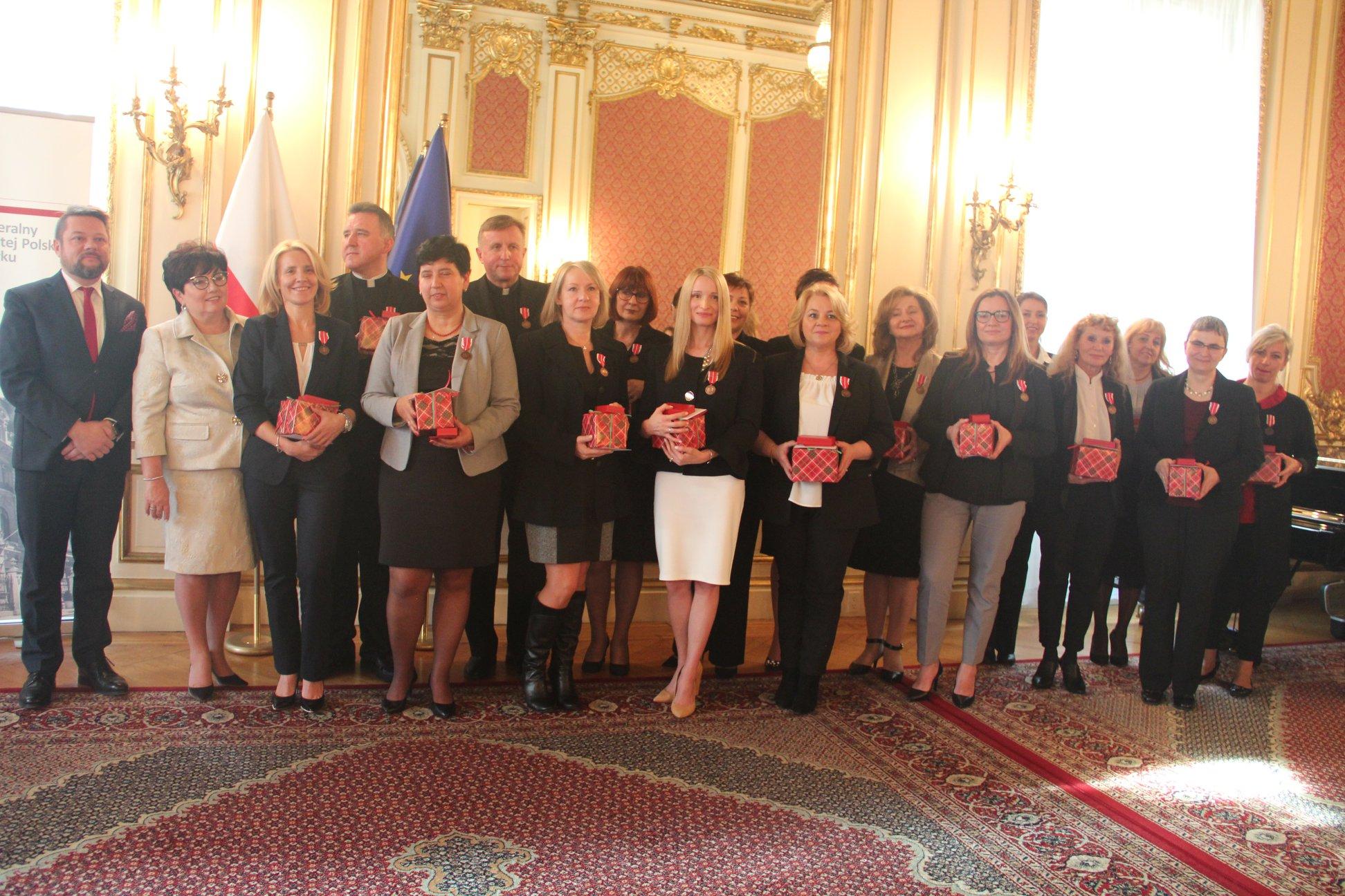 Medale Komisji Edukacji dla osób zasłużonych dla szkolnictwa polonijnego na wschodnim wybrzeżu USA