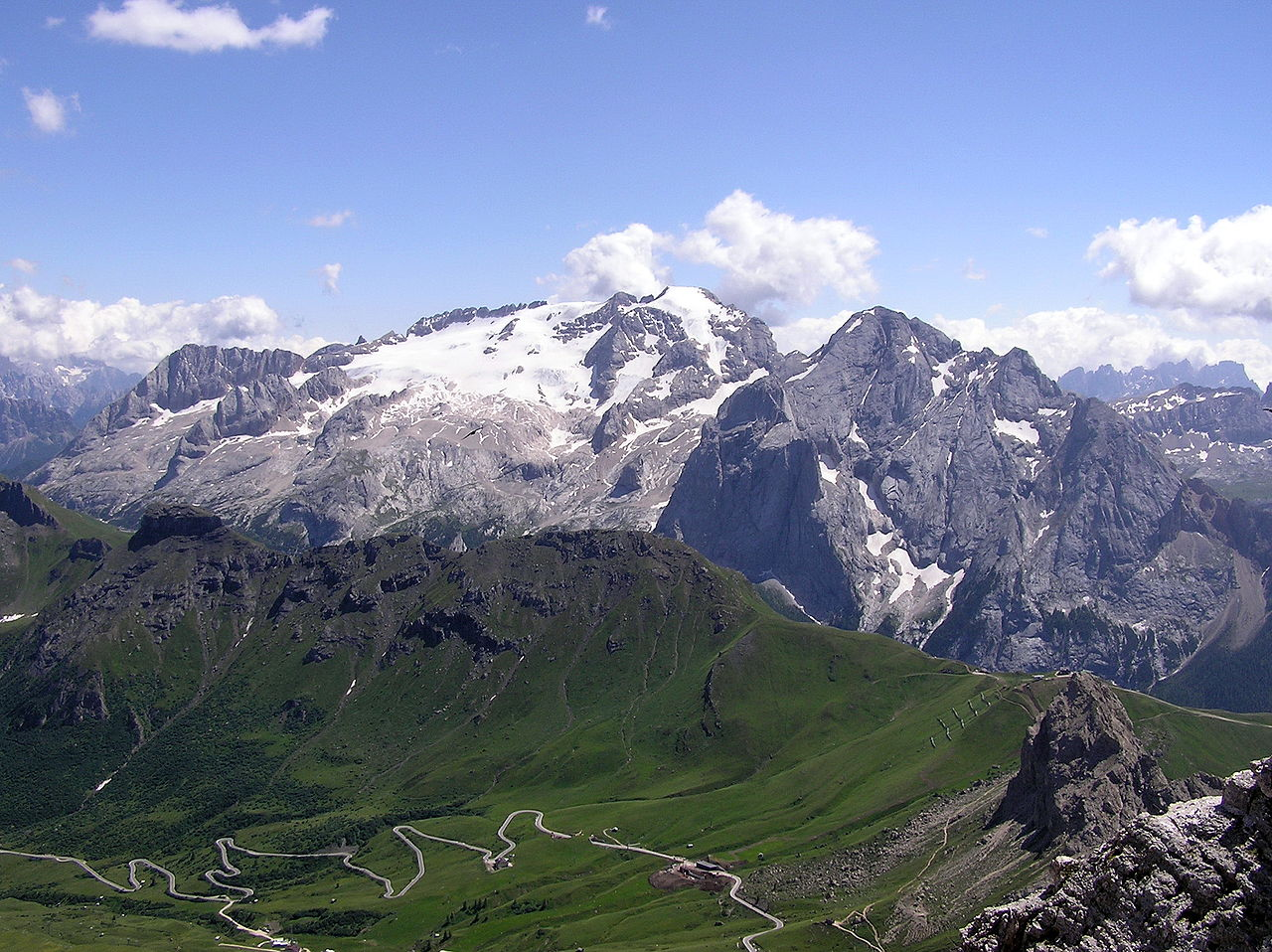 Topniejący włoski lodowiec Marmolada