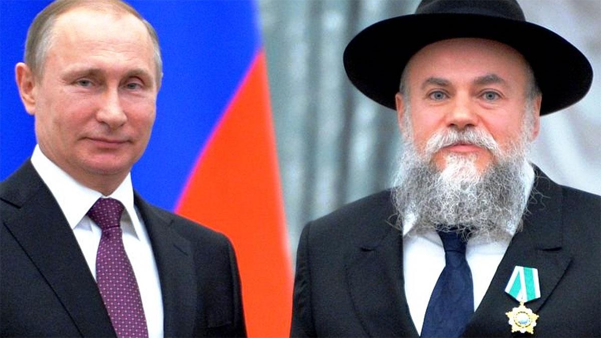 Władimir Putin i Aleksander Boroda, któremu przed chwilą przypiął medal. Foto: Wikipedia
