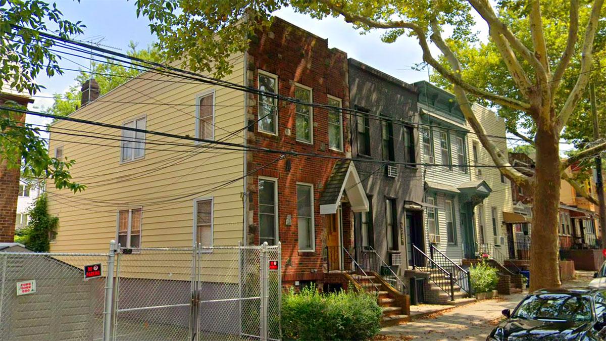 Open House na Glendale, NY: Dwurodzinny dom z cegły na sprzedaż