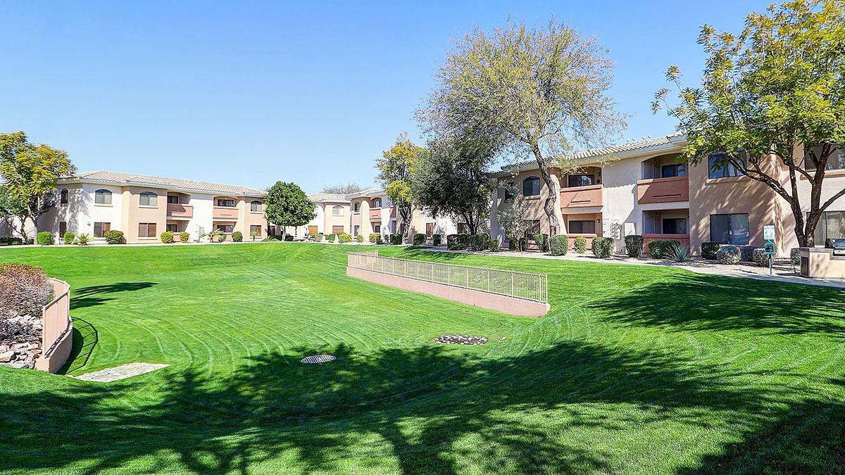 AZ: Corner Unit in Gated Community in Phoenix for Sale