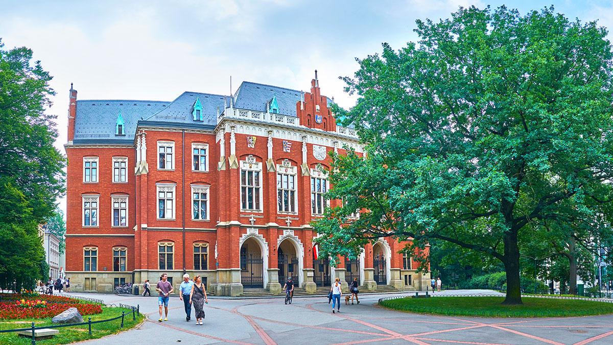 Płyną pieniądze dla krakowskich szpitali w odpowiedzi na akcję Uniwersytetu Jagiellońskiego