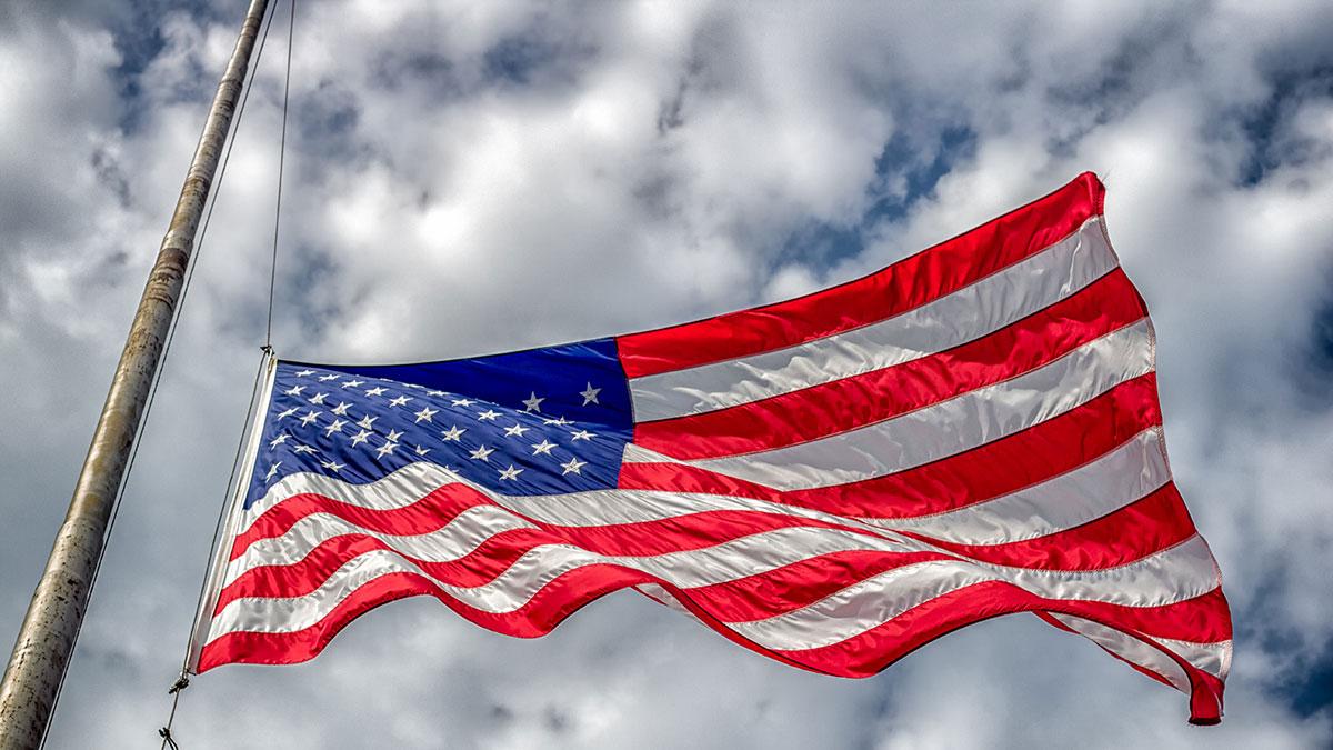 Różne prawa w stanach w czasie epidemii COVID-19 w USA