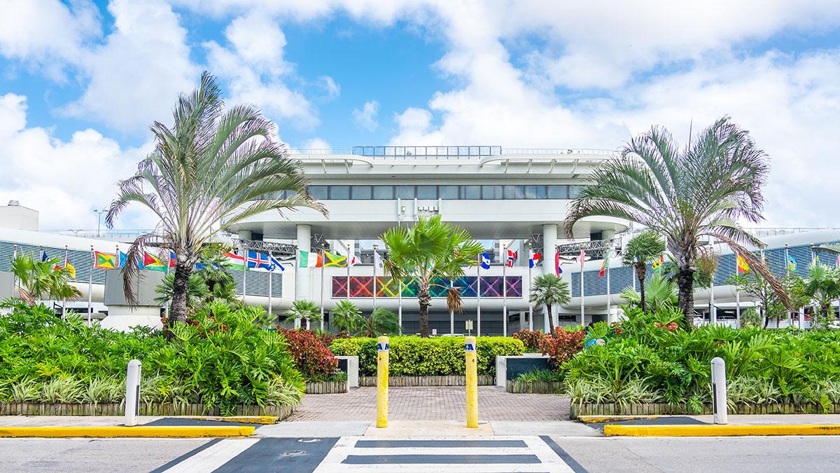 To Donald Trump decyduje czy loty do Miami będą zawieszone