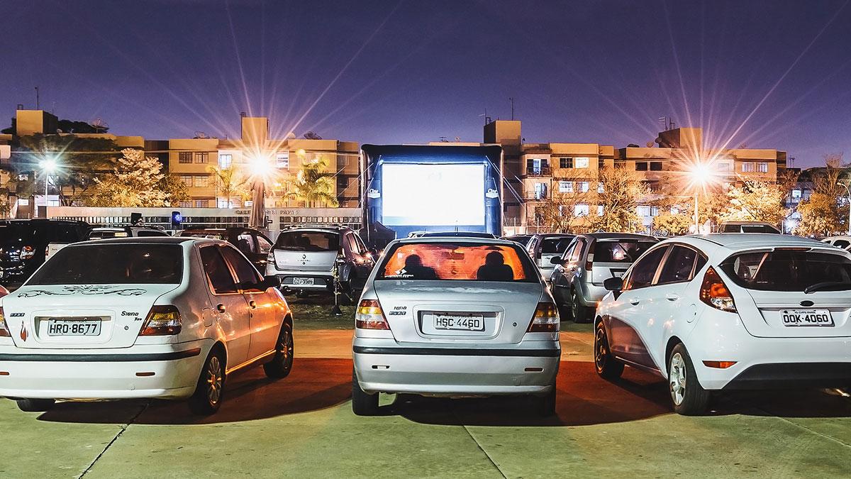Kino samochodowe obok stadionu Białej Gwiazdy