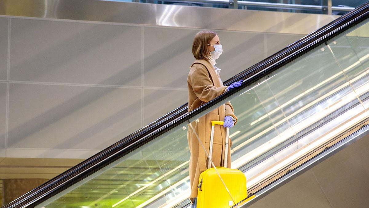 """Wracamy do latania po pandemii. Jak będzie wyglądać """"nowa"""" odprawa na polskich lotniskach? (Relacja)"""