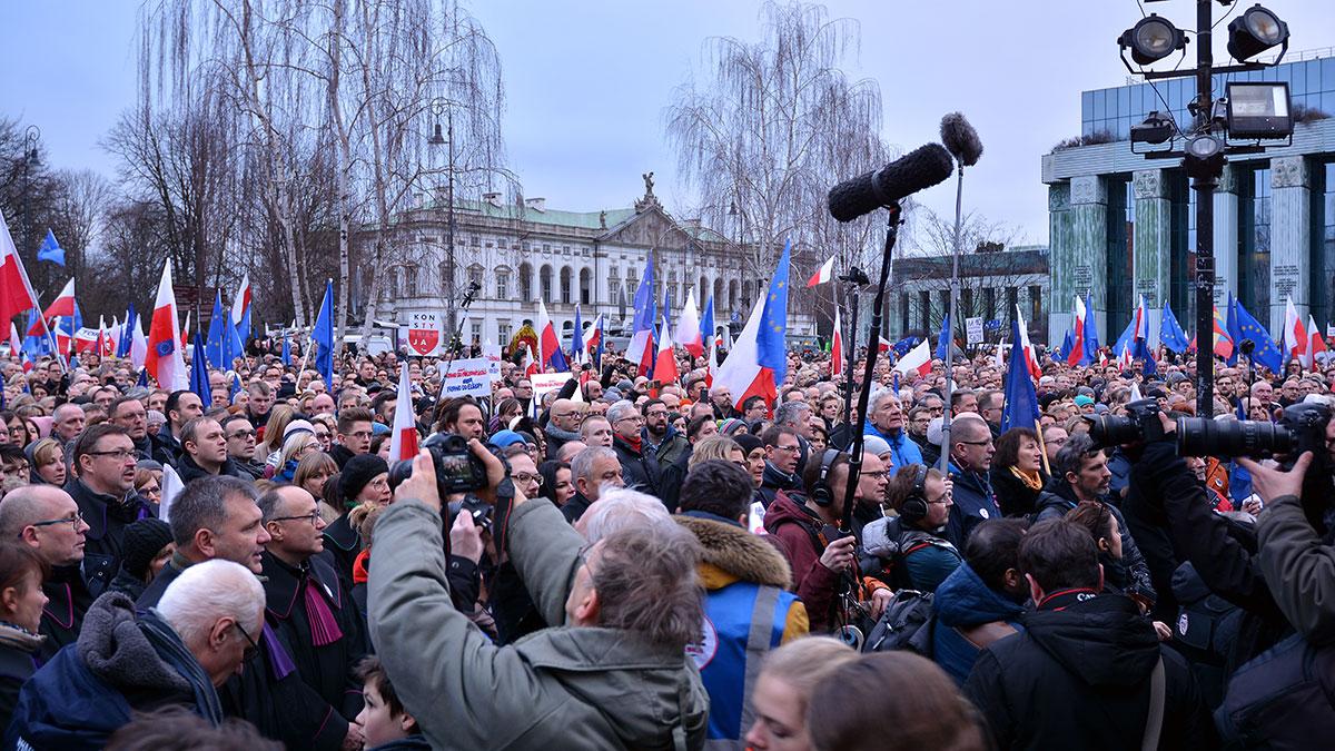 Oddolna demokracja w Polsce to ściema