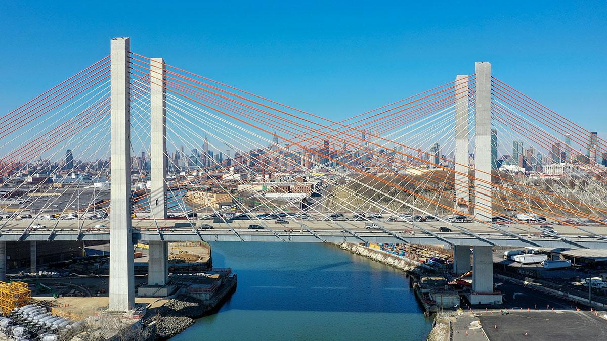 Most Kościuszki w Nowym Jorku specjalnie podświetlony na 4 lipca