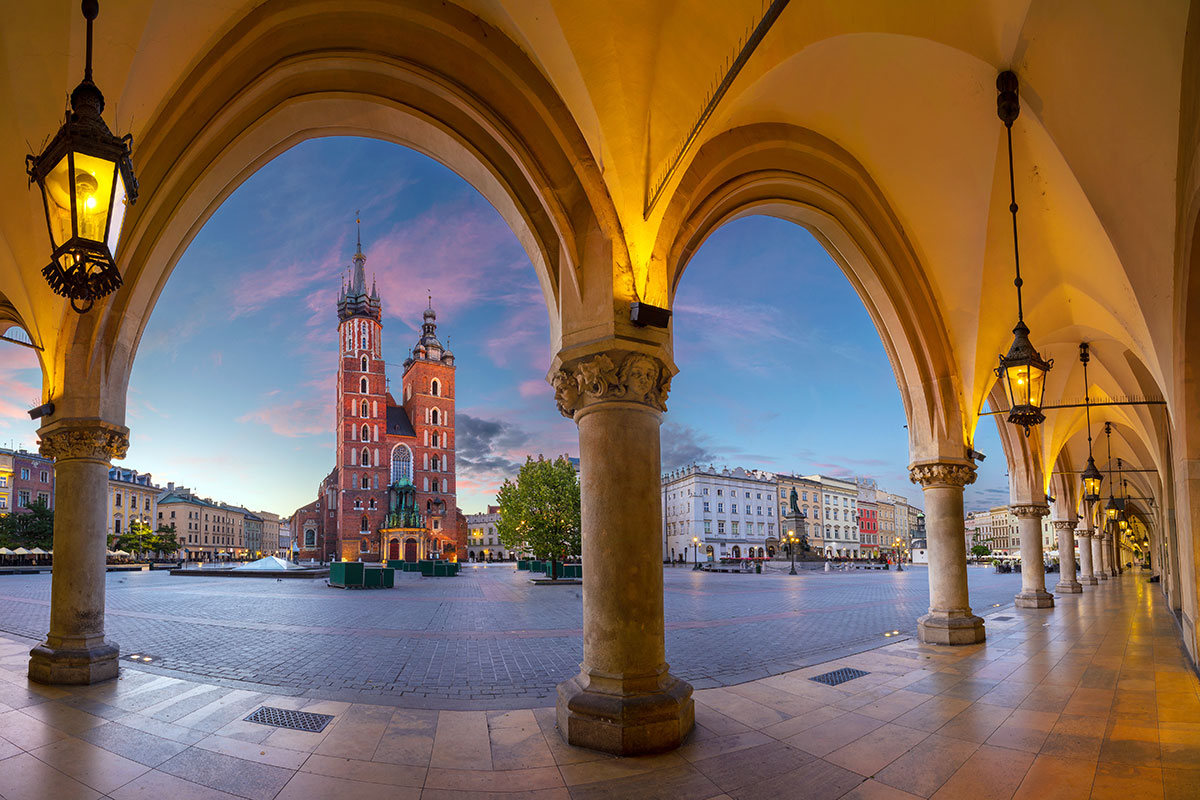 Nocne życie Krakowa podczas wychodzeniu z pandemii