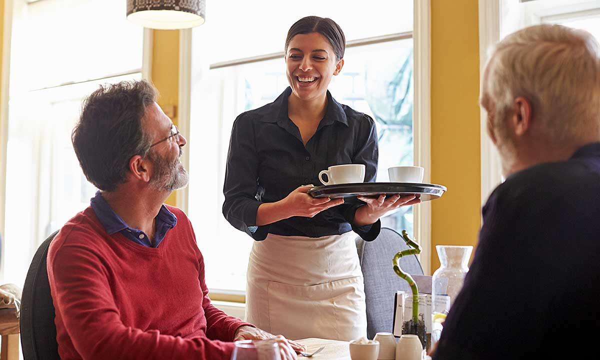 Podwyższać czy obniżać ceny w gastronomii?